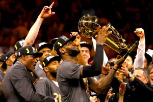 19lebron-trophy-superjumbo